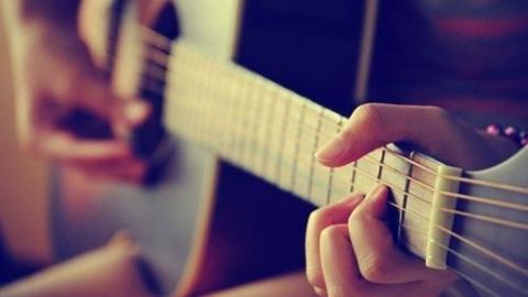 侯一男口语——弹琴学英语