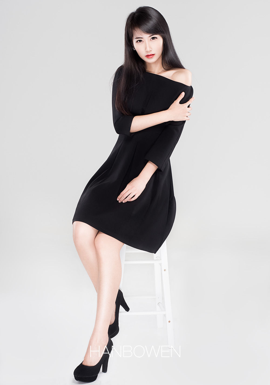 时尚小黑裙.jpg