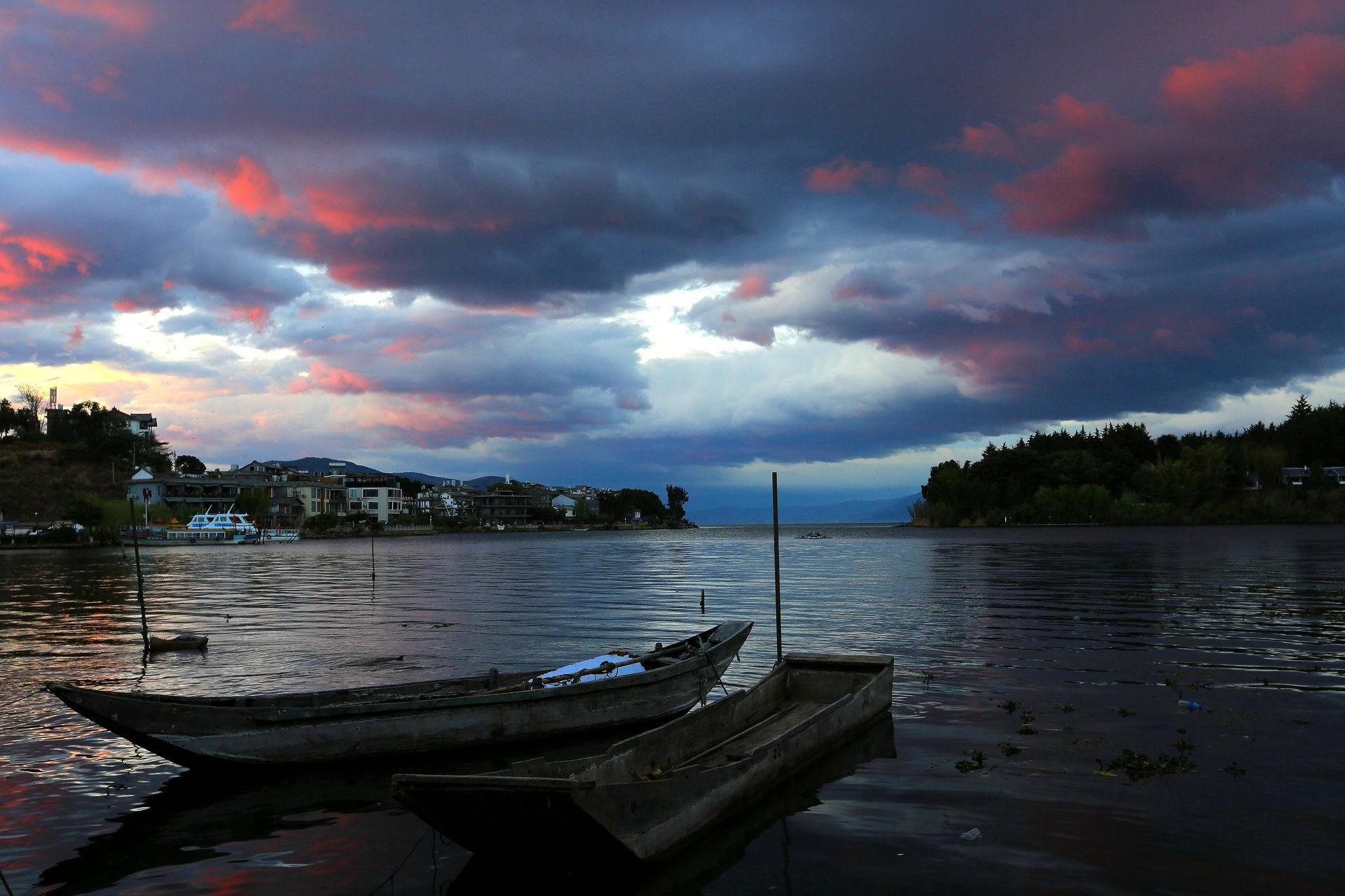 洱海的云彩会轻轻地告诉你……